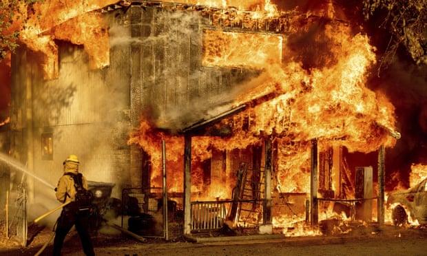 Wildfires blaze across western states as two die in Arizona plane crash